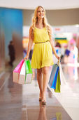 女孩购物 — 图库照片