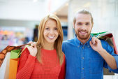 Happy couple with purchases — Stock Photo