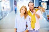 Young couple in shopping mall — Stock Photo