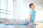 Healthy guy doing stretching exercise — Foto Stock