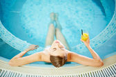Pretty girl relaxing in swimming pool — Stock Photo