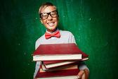 Pojke med böcker — Stockfoto