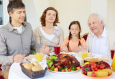 Familypraying at festive table on Thanksgiving day — Stock Photo