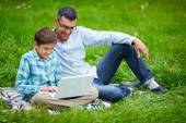 Man and his son networking outdoors — Foto de Stock