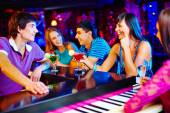 People having cocktails — Stock Photo