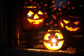 Jack-o-lanterns in a window — Stock Photo