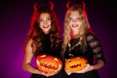 Horned girls with jack-o-lanterns — Stock Photo