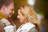 Happy dates in warm clothes — Stockfoto