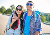 Couple in sunglasses traveling in city — Stock Photo