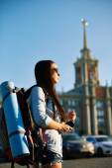 Frau mit rucksack — Stockfoto