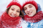 Smiling dates in winterwear — Stockfoto