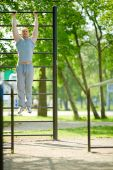 Man pulling up on sport equipment — Stock Photo