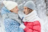 Romantic couple in winter park — Stok fotoğraf