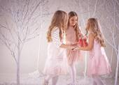 Girls dancing in winter forest — Stockfoto