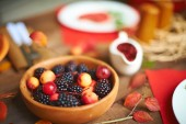 Fresh rennets and blackberries — Stock Photo