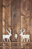 Two wooden deer — 图库照片