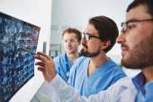 Doktors looking at x-ray — Stock Photo