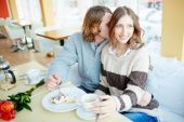 Couple enjoying dessert  in cafe — Stock Photo