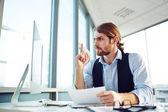 Businessman sitting at workplace — Zdjęcie stockowe
