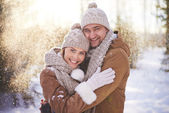 Couple standing in snowfall — Stock Photo