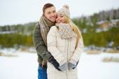 Amorous dates enjoying winter day — Stock Photo