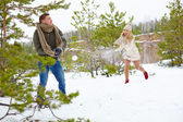 Couple playing snowballs in park — Stock Photo
