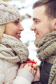 Man giving present to girlfriend — Stock Photo