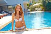 Woman swimming in pool — Stock Photo