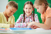 Schoolkids at drawing lesson — Stock Photo