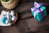 Giftbox with violet ribbon — Stock Photo