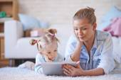 Mother and daughter with tablet — Stock Photo