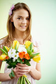 Woman with fresh flowers — Stock Photo