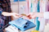 Shopper hand giving card — Stock Photo