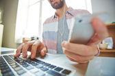 Man using multi-media gadgets — Zdjęcie stockowe