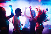 Young people dancing — Stock Photo
