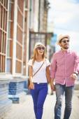 Couple walking in the city — Stock Photo