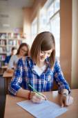 Girl filling in gaps in test form — Foto de Stock