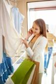 Woman speaking on phone   in boutique — Stock Photo