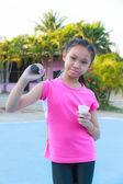 Girl play badminton — Stock Photo