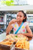 Asian girl child eat pizza — Stock Photo