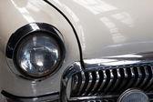 フラグメントの白い古い車のクローズ アップ — ストック写真