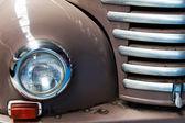Fragment brązowy stary samochód z bliska — Zdjęcie stockowe