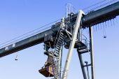 Gantry crane against a blue sky — Stock Photo