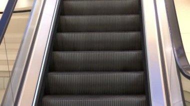 An escalators stairway inside — Stock Video
