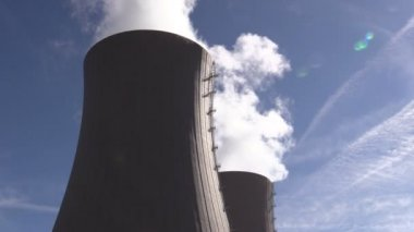 Cooling tower of nuclear power plant against the sky — Vídeo Stock