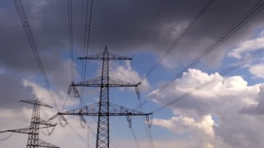 Electricity pylon against the sky — Stock Video