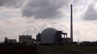 Nuclear reactor dome against  sky — 图库视频影像