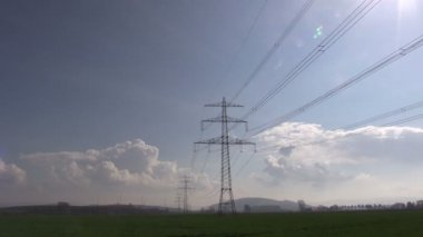 El pylon mot himlen — Stockvideo
