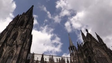 Cologne Cathedral against sky in Cologne, Germany — Stock Video