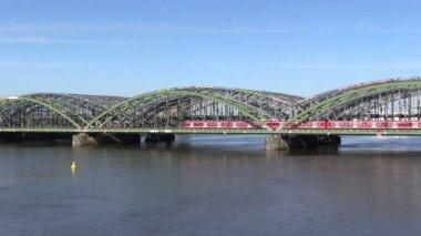 Railway bridge across the river and train in Hamburg — Stock Video